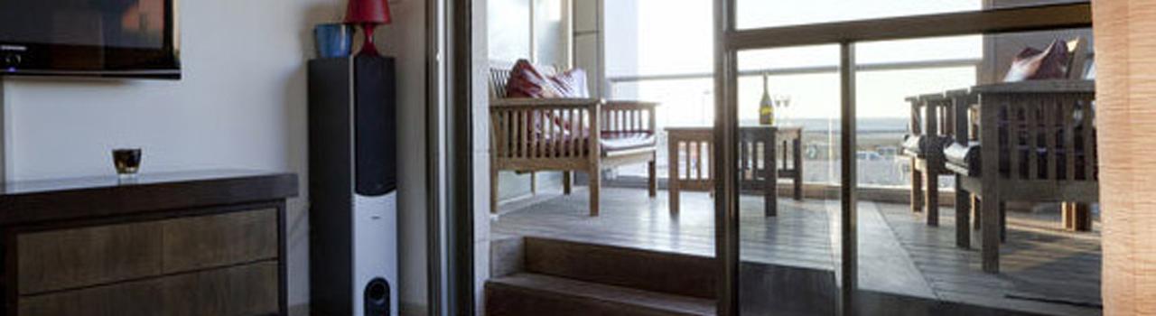 מתוחכם על חוף הים, תל אביב, דירת נופש מפנקת לזוג עד משפחה גדולה. חופשה YD-18